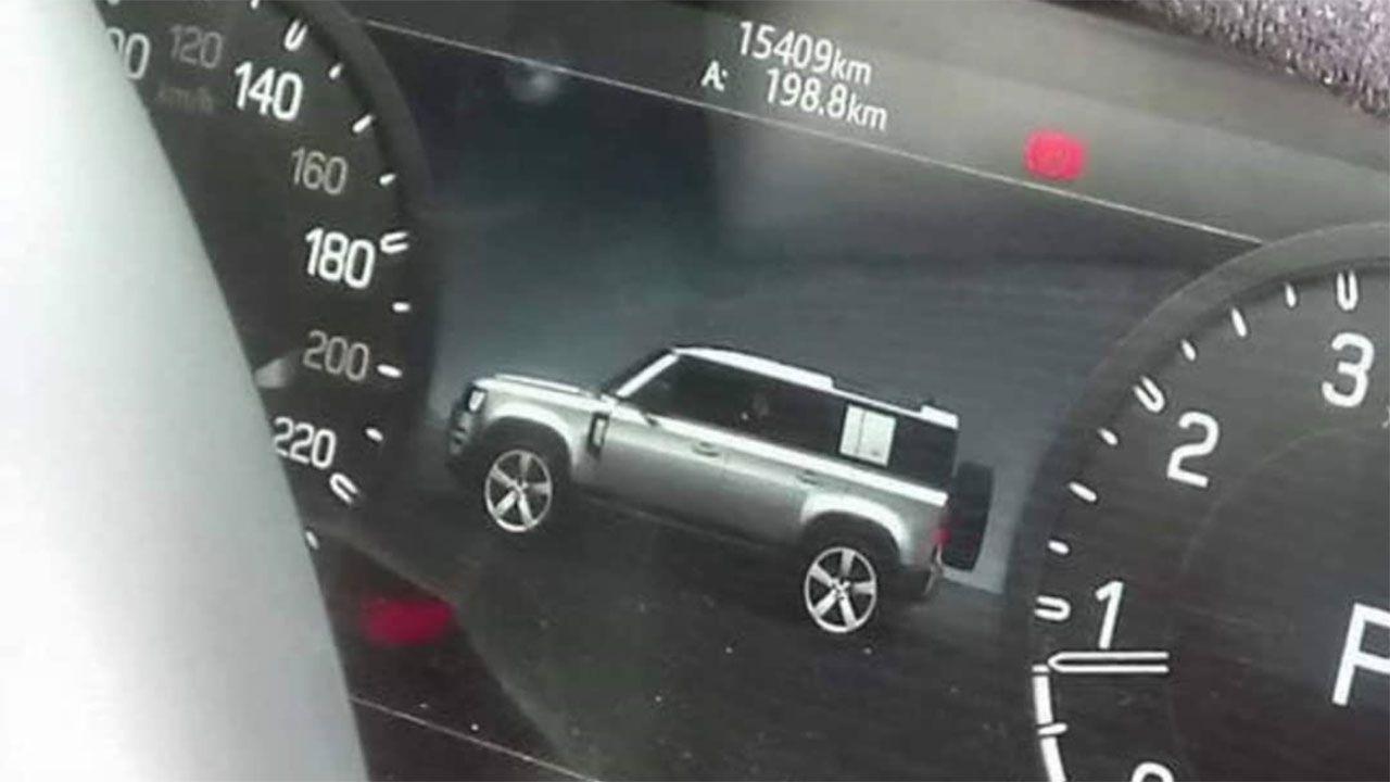 In rete il cockpit digitale del nuovo Land Rover Defender: svelato il profilo dell'auto