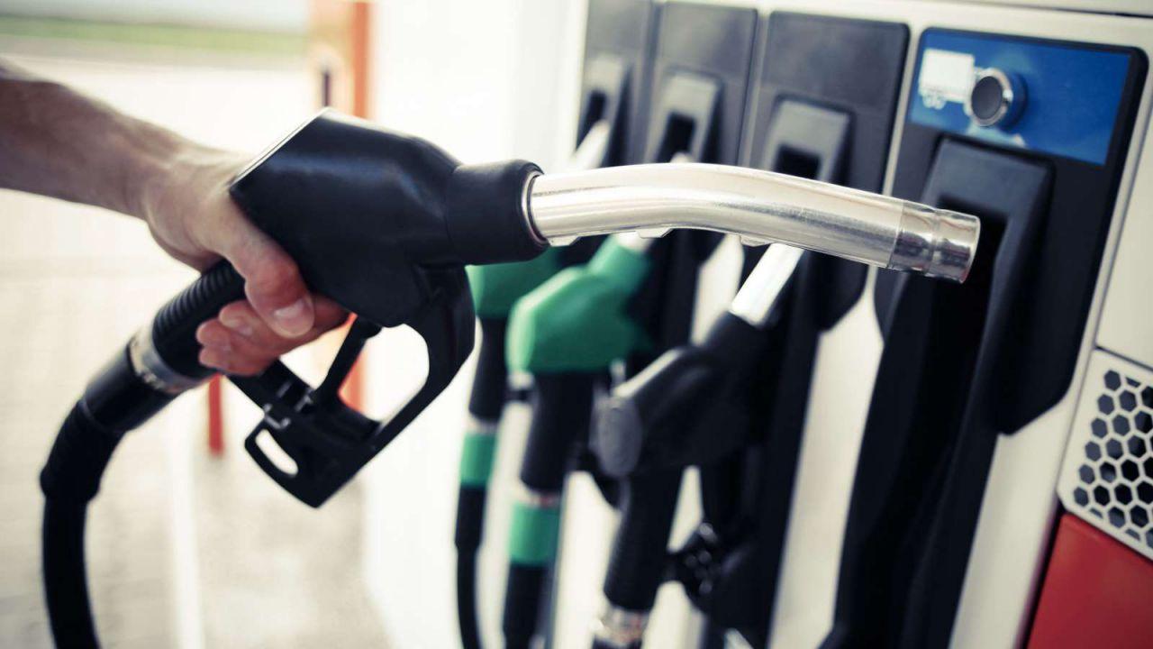 In UK addio alla benzina E5 con 700.000 auto a rischio: si prepara anche l'Europa