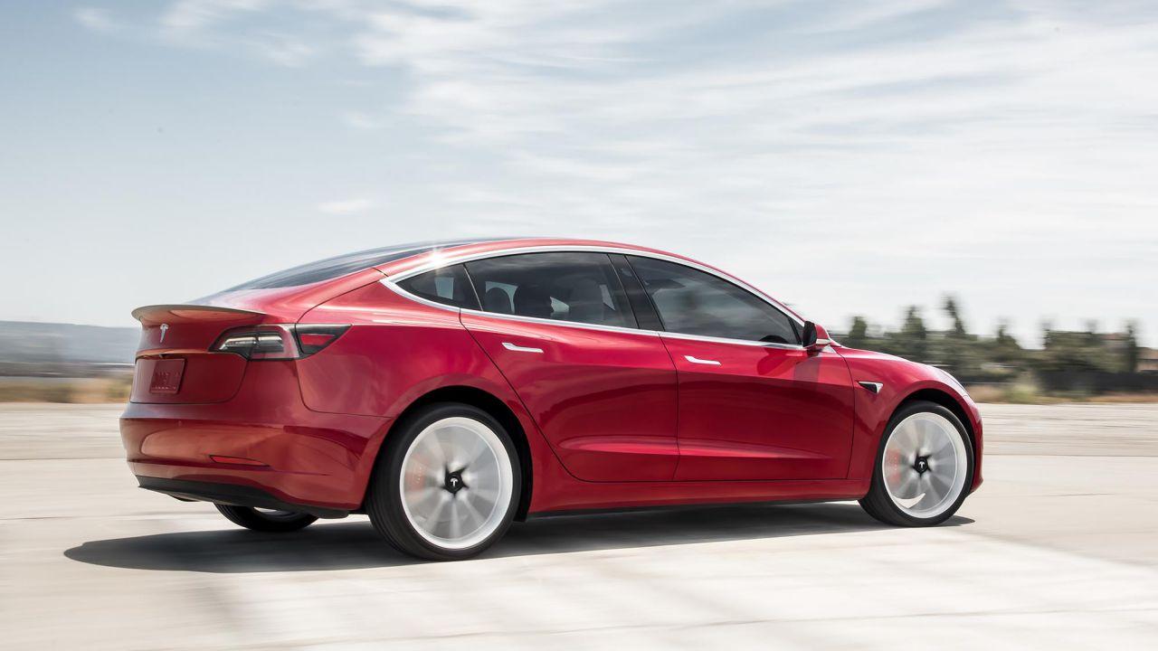 In UK auto elettriche a +144% nel 2019: Tesla Model 3 nella Top 10 di dicembre