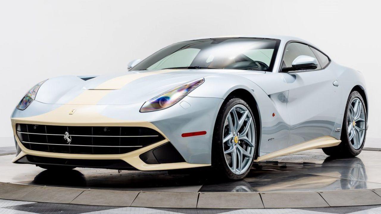 In vendita una bellissima Ferrari F12 con un raro schema colori: le immagini