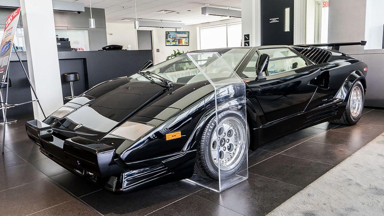 In vendita una Lamborghini Countach 25th Anniversary con appena 135 km