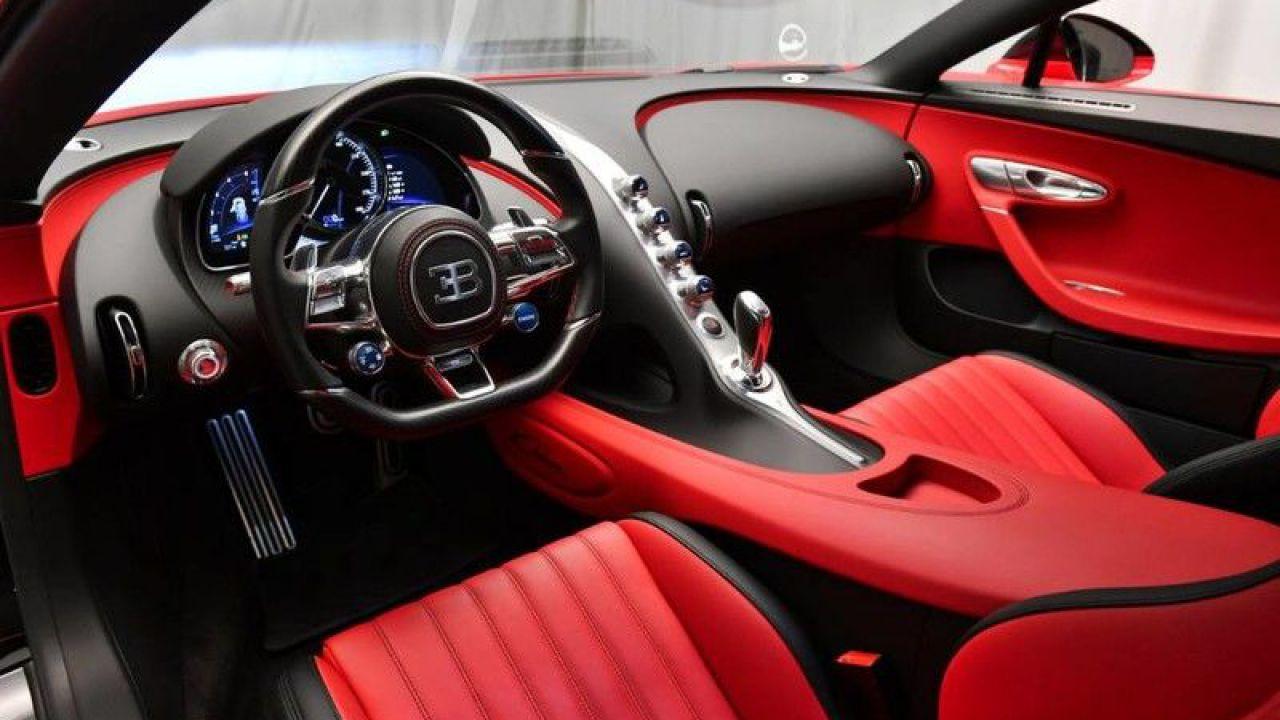 In vendita una rarissima Bugatti Chiron rossa e nera: il prezzo è folle