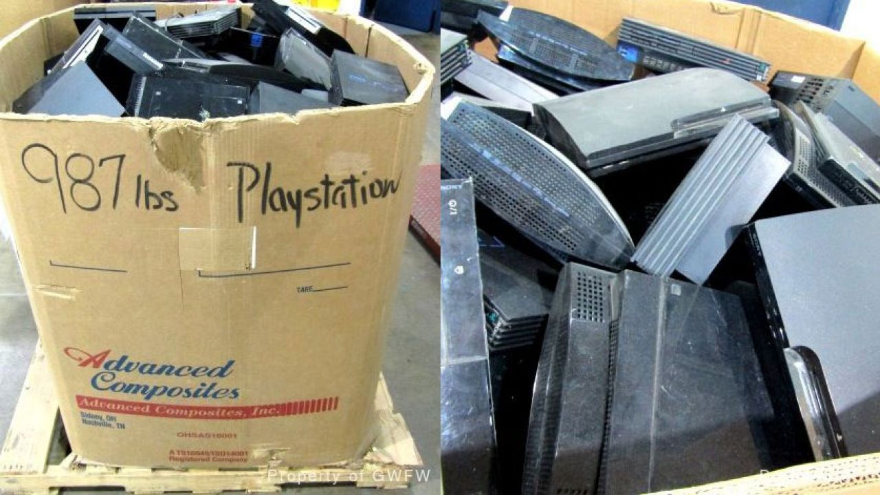 Incredibile ma vero: oltre 400 kg di console PlayStation all'asta a partire da 800 dollari