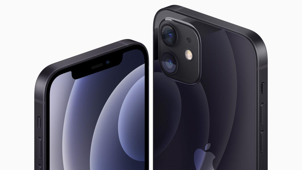 iPhone 12 e 12 Pro, gli utenti lamentano problemi con i Messaggi ed il segnale
