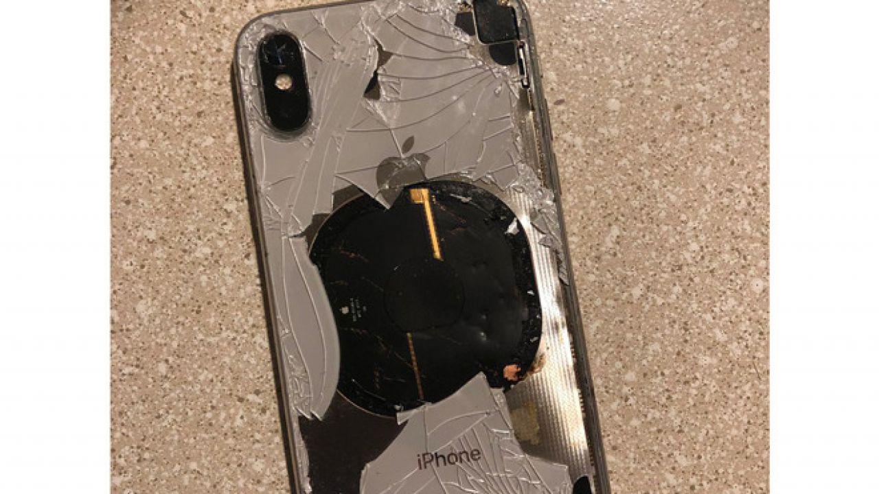 iPhone X si aggiorna ad iOS 12.1 e va a fuoco: Apple investiga