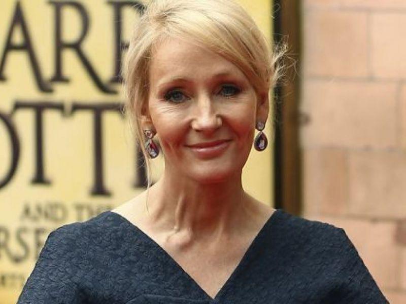 J.K. Rowling, l'autrice di Harry Potter pubblica un nuovo libro online