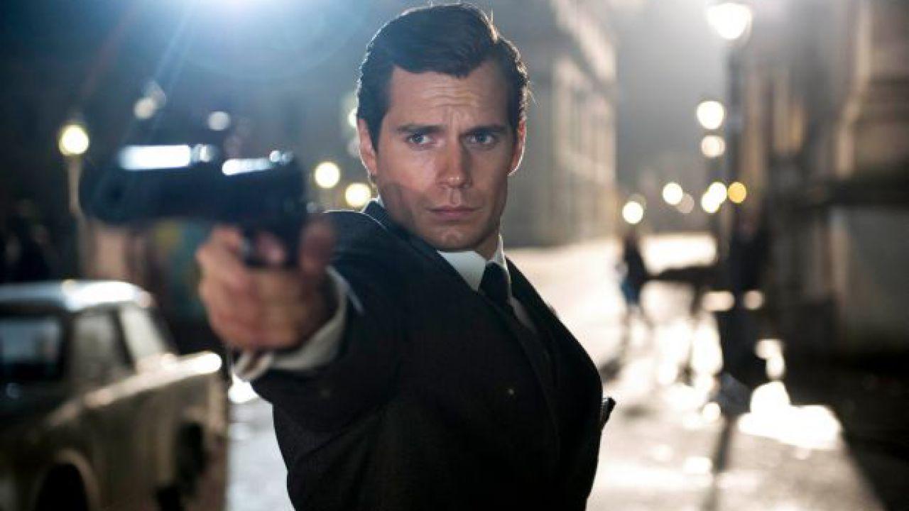 James Bond, Henry Cavill diventa 007 in questa fanart
