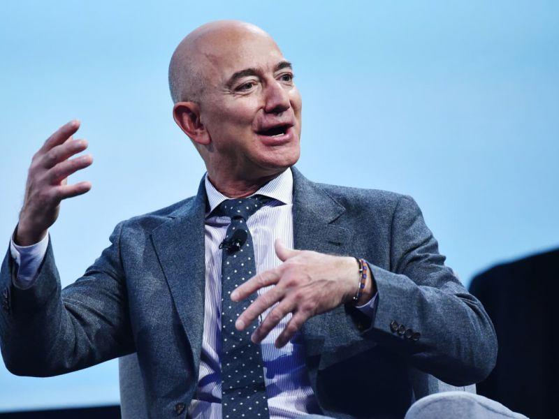 Jeff Bezos si dimette da CEO di Amazon: il magnate lascia dopo 30 anni