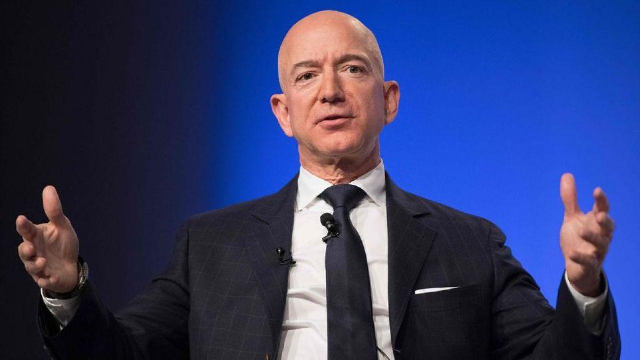 Jeff Bezos sempre più ricco: nel 2026 il patrimonio potrebbe raggiungere i mille miliardi