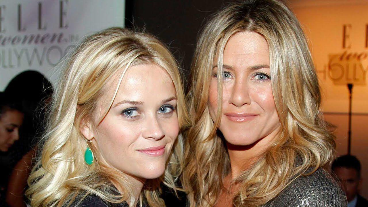 Jennifer Aniston e Reese Witherspoon ricreano una scena di Friends!