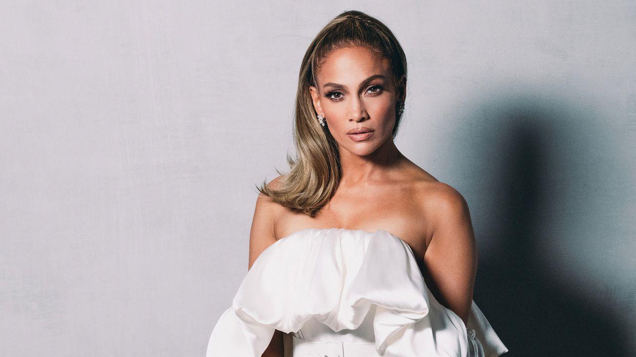 Jennifer Lopez completamente nuda sulla cover del suo nuovo singolo: la foto