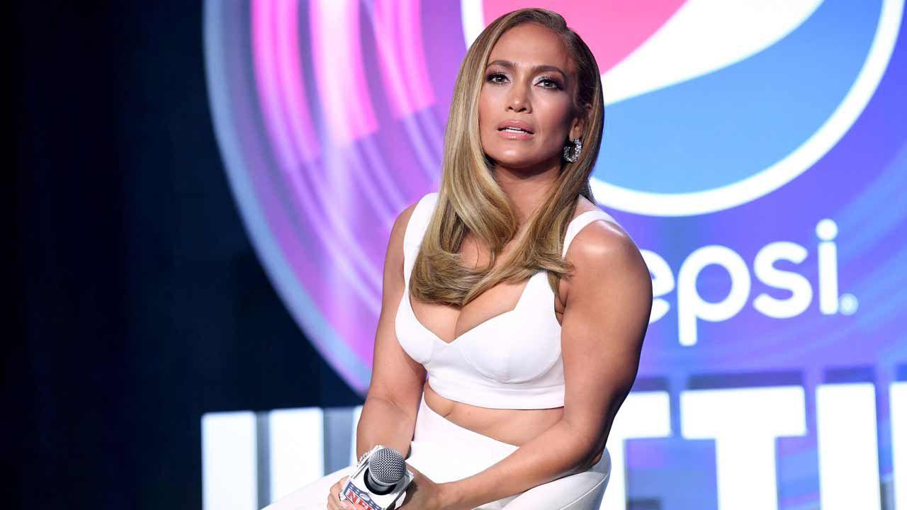 Jennifer Lopez, fisico mozzafiato nella foto su Instagram: i fan impazziscono