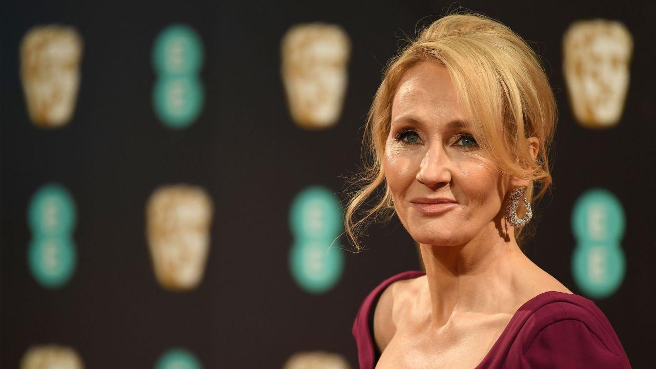 JK Rowling, ancora controversie: nel nuovo libro c'è un trans serial killer di donne