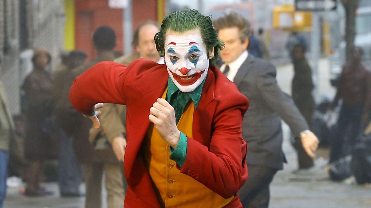 Joaquin Phoenix è Arthur Fleck nelle nuove foto dal set di Joker
