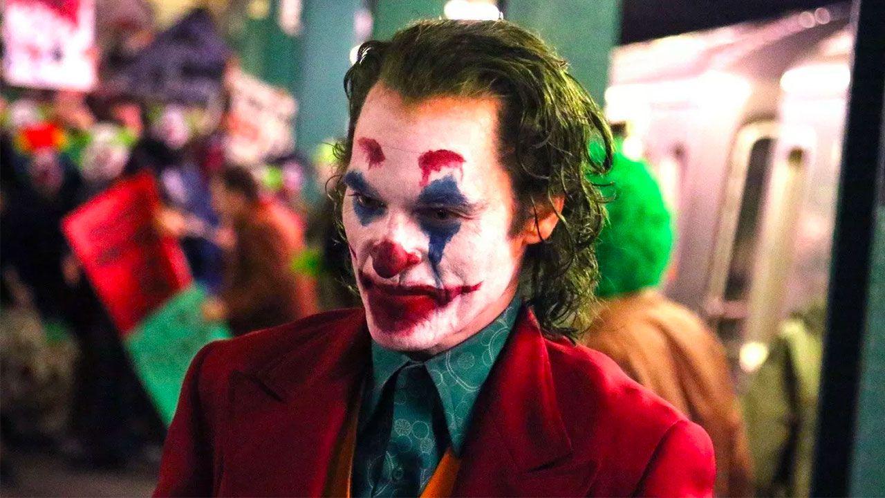 Joaquin Phoenix è il Joker in alcune nuove foto di Total Film