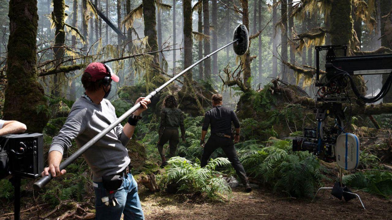 Jurassic World: Domnion, ecco Chris Pratt e dei piccoli dinosauri nelle nuove foto dal set