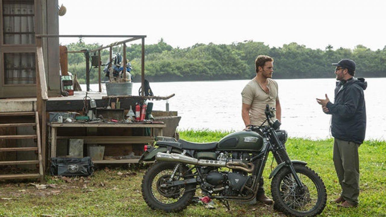 Jurassic World: il protagonista Chris Pratt compare  in un nuovo poster e spot tv