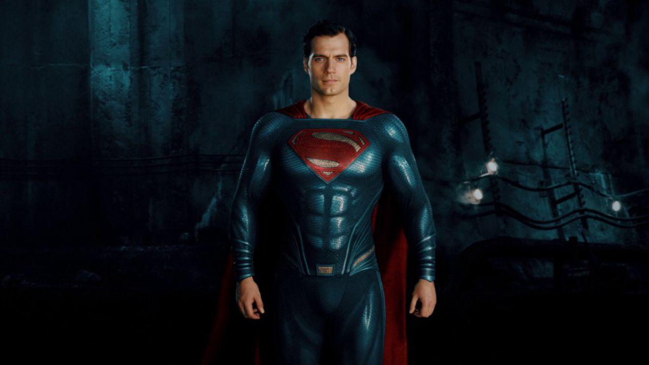 Justice League: Henry Cavill condivide un test di volo nei panni di Superman!
