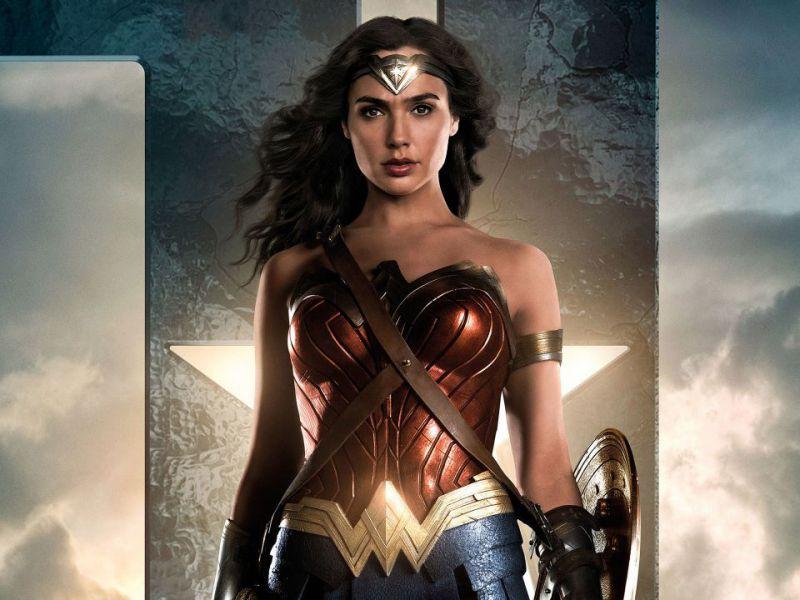 Justice League, la Wonder Woman di Gal Gadot al centro del nuovo trailer e poster
