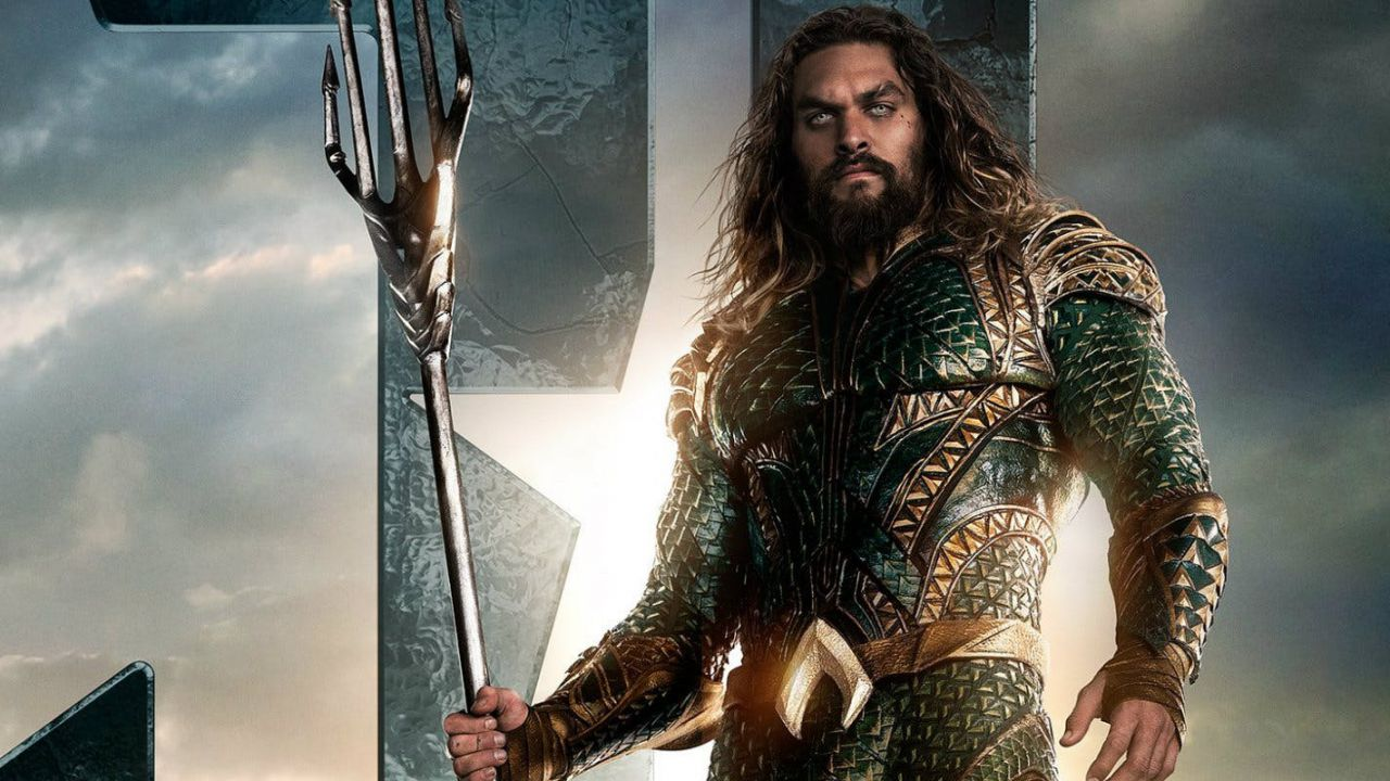 L'Aquaman di Jason Momoa in azione in una foto dal film stand-alone
