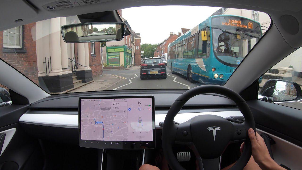 L'Autopilot è sotto il fuoco inglese: alcuni esperti denunciano il marketing Tesla