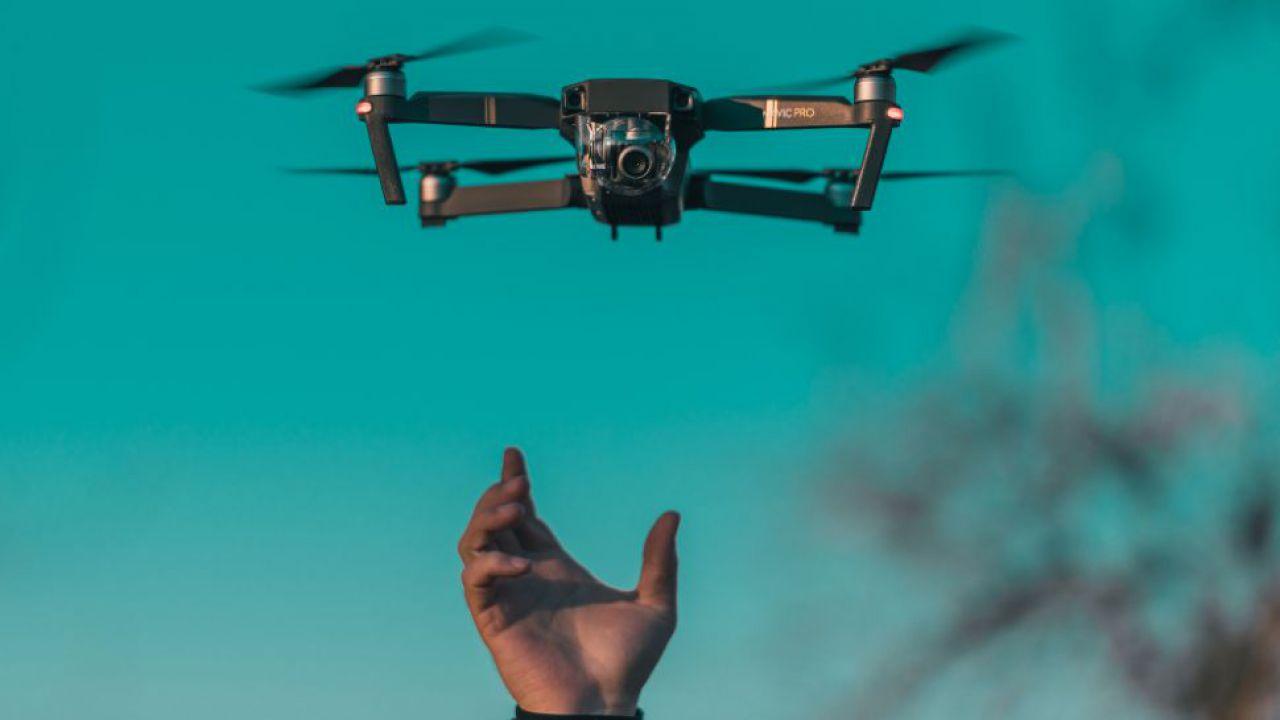 L'Esercito Americano al lavoro su droni che si caricano con i laser a mezz'aria