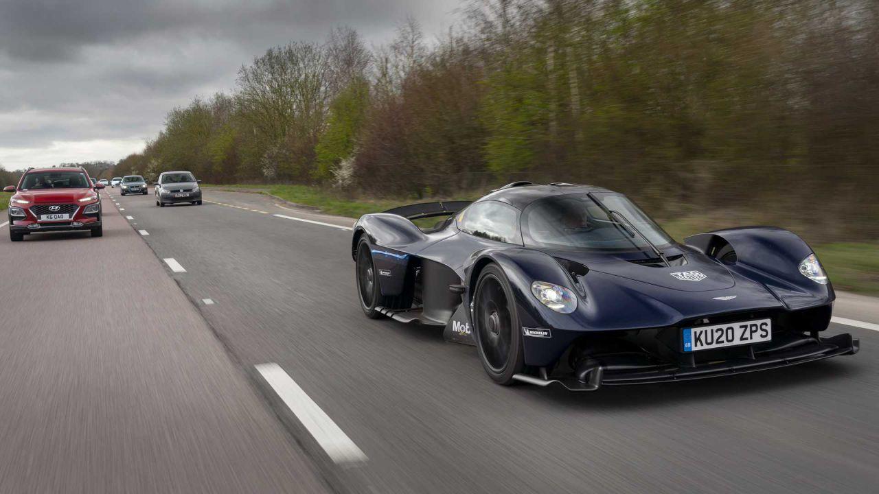 L'incredibile Aston Martin Valkyrie per la prima volta in strada: le immagini