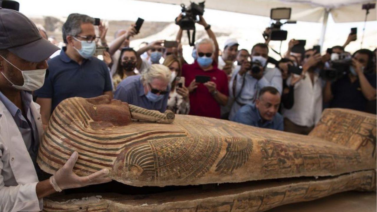 L'incredibile video dell'apertura, per la prima volta, di un sarcofago egizio di 2600 anni