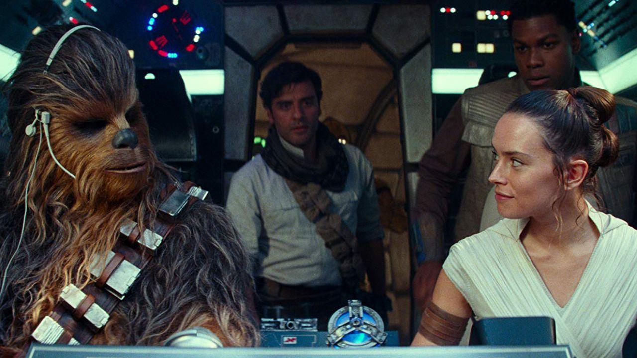 L'interprete di Chewbacca in Star Wars IX diffonde un messaggio di pace
