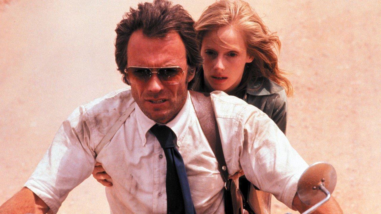 L'uomo nel mirino: Clint Eastwood tra serpenti letali e la storia d'amore con Sondra Locke