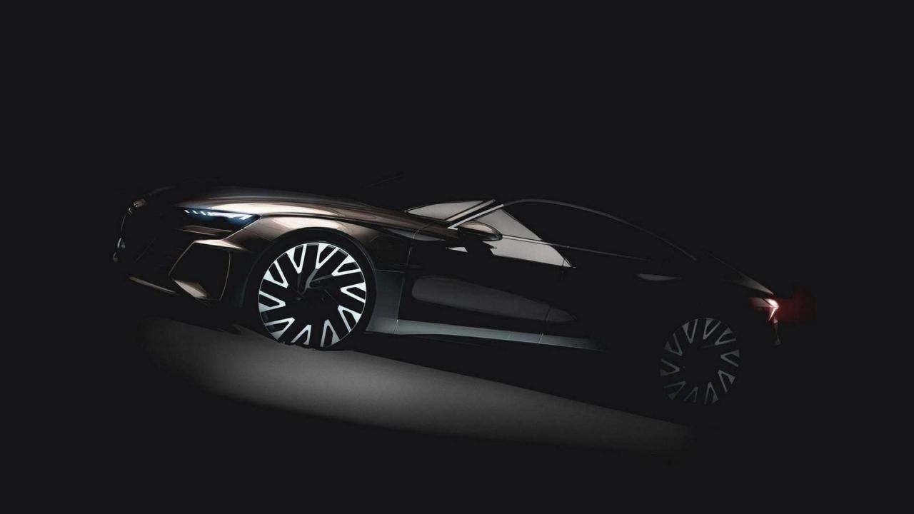 La Audi e-tron GT si prepara al debutto con carica ultra rapida da 350 kW