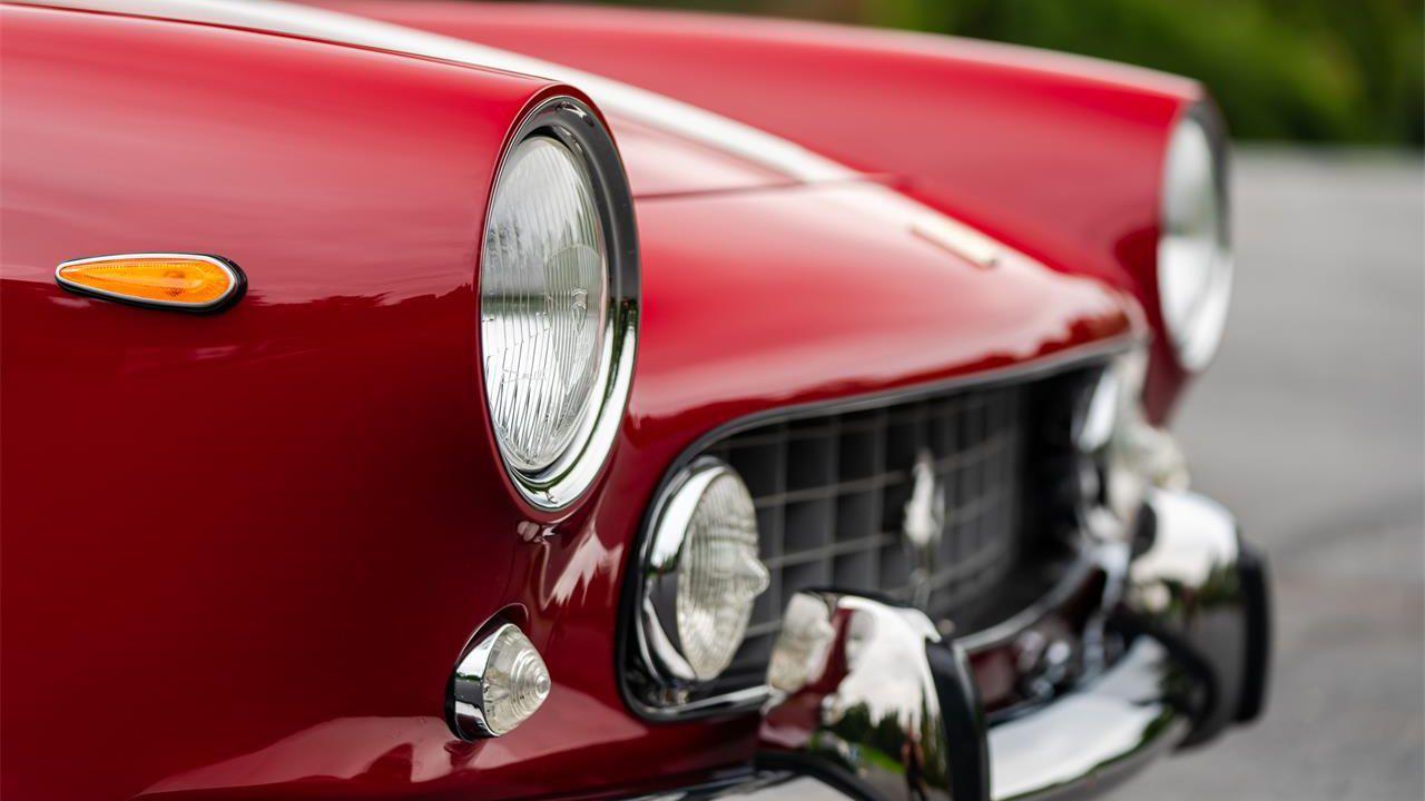 Là fuori c'è una Ferrari 250 GTE che vi aspetta, e potrebbe essere un affare