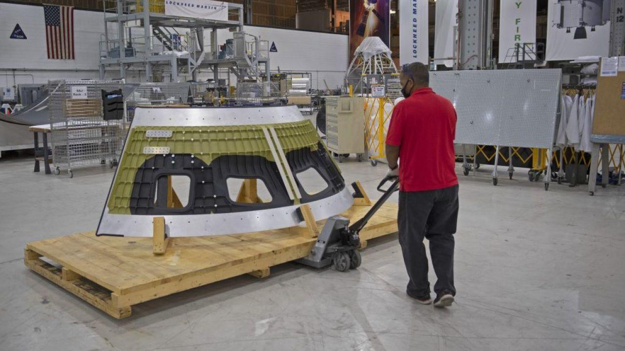 La capsula Orion che tornerà sulla Luna ha ricevuto il suo primo componente