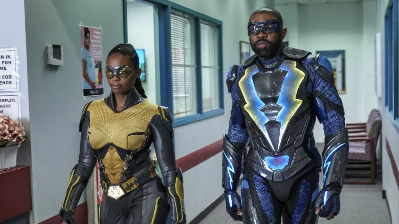 La Crisi arriva anche in Black Lightning e le conseguenze sono disastrose