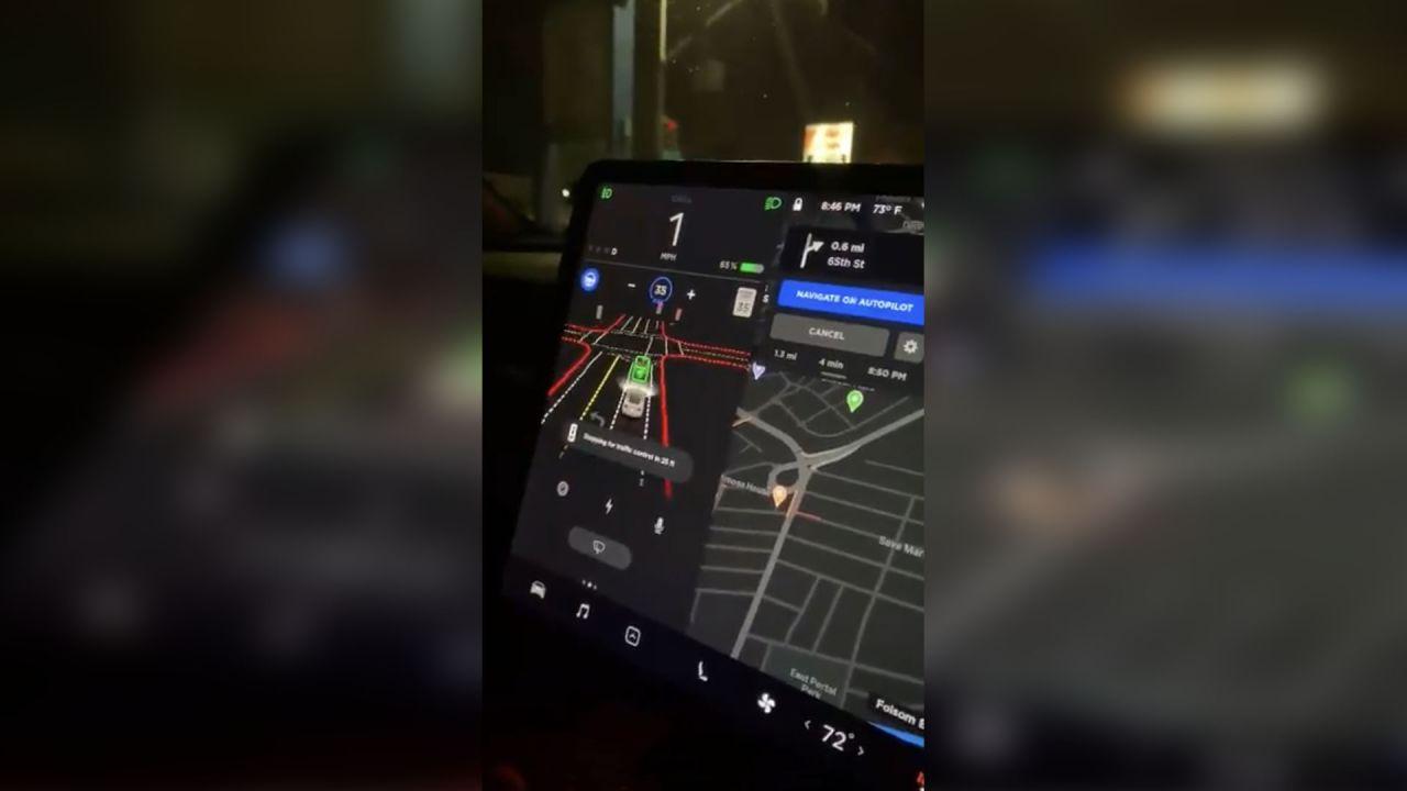 La Guida Autonoma Completa di Tesla in azione: i primi impressionanti video