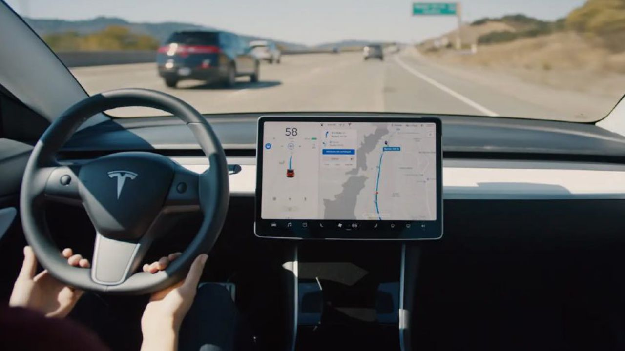 La Guida Autonoma Tesla è dieci volte più sicura della guida umana, ecco i dati