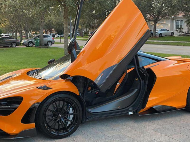 La McLaren 765LT è spaventosamente veloce: a dimostrarlo è una prova in strada