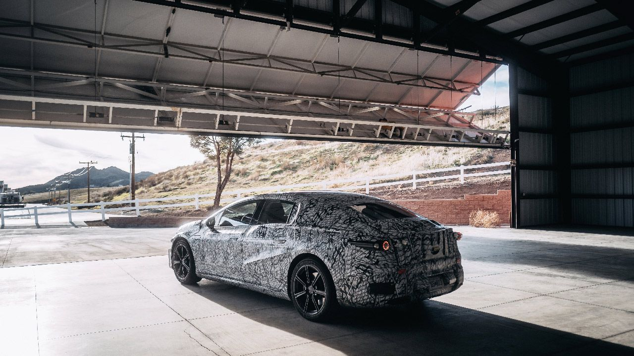 La Mercedes-Benz EQS avrà 700 km di autonomia, la conferma da CATL