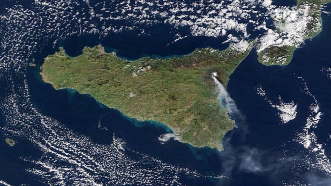 La NASA fotografa l'eruzione dell'Etna dello scorso 28 Dicembre