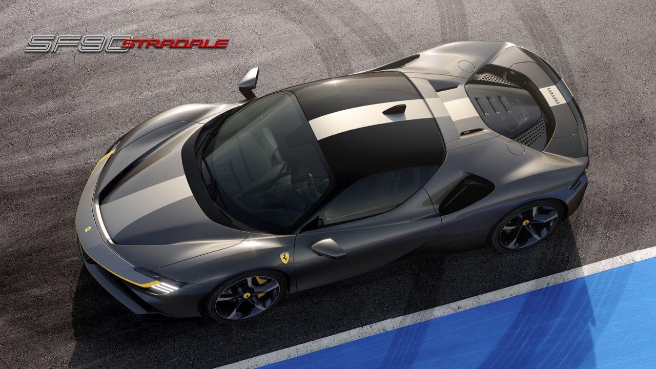 La nuova Ferrari SF90 Stradale contro la Tesla Roadster: chi vince dati alla mano?