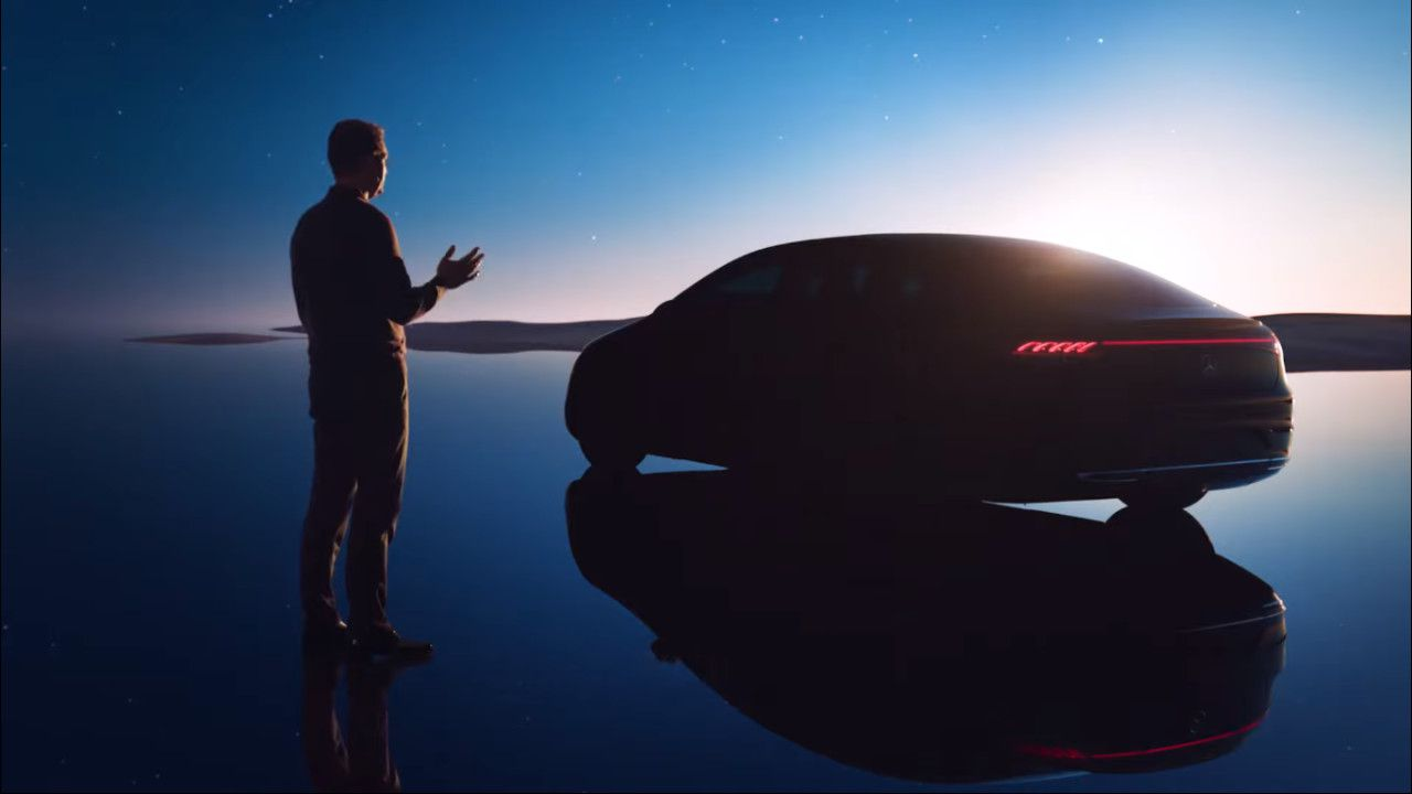 La nuova Mercedes-Benz EQS fa capolino nel video della MBUX Hyperscreen