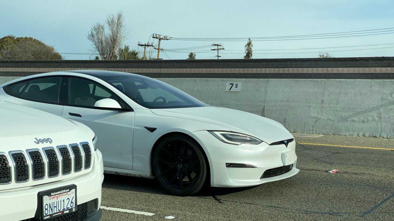 La nuova Model S Plaid è già in strada: la rapidissima EV è imminente