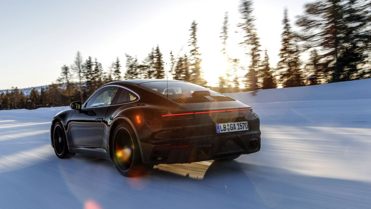 La Porsche 911 2019 sfida la neve, il traffico, le alte temperature