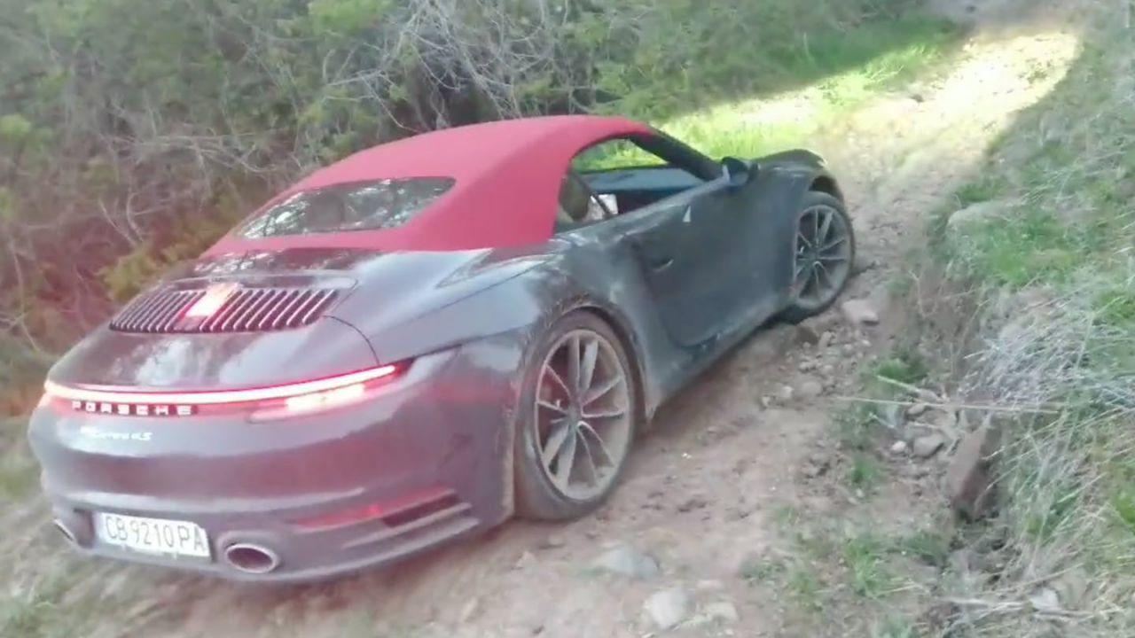 La Porsche 911 avvistata ogni giorno su un percorso sterrato per le mountain bike