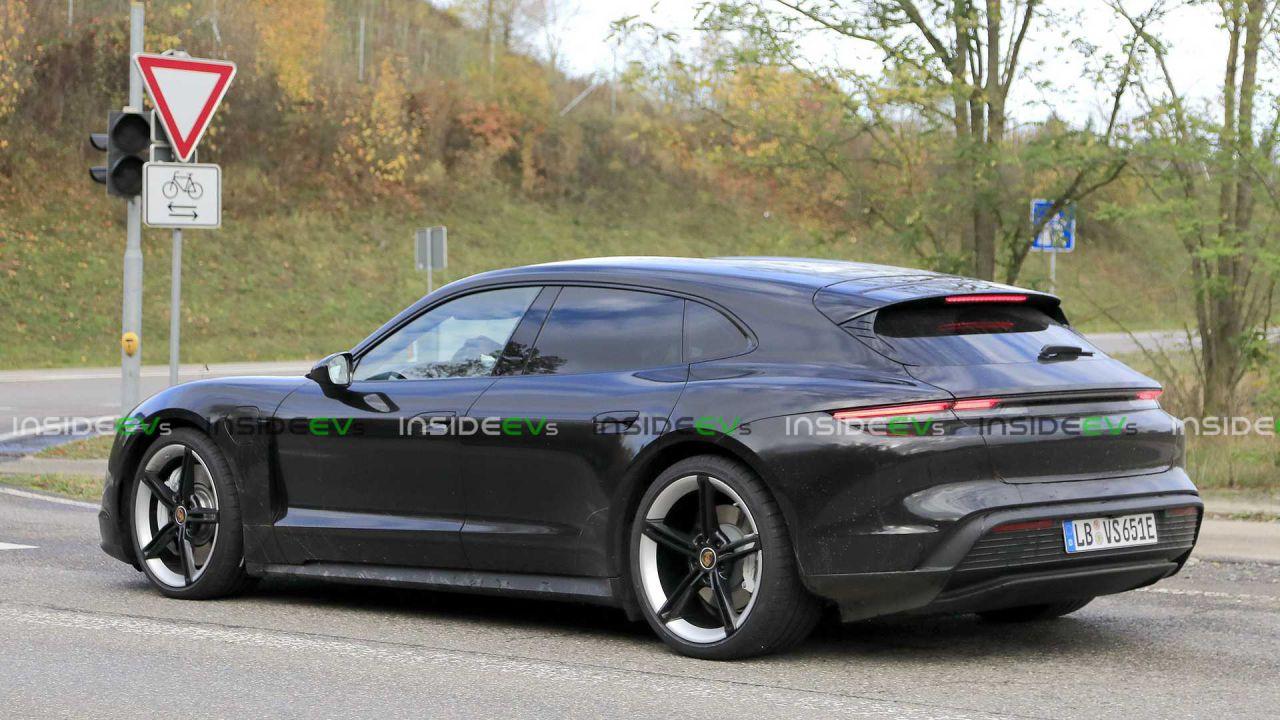 La Porsche Taycan Cross Turismo è finalmente senza veli