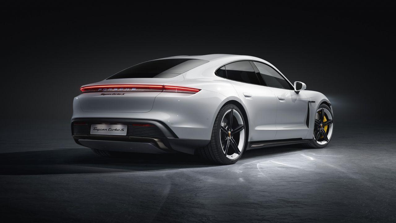 La Porsche Taycan Turbo S delude in efficienza: MPGe di soli 68 punti