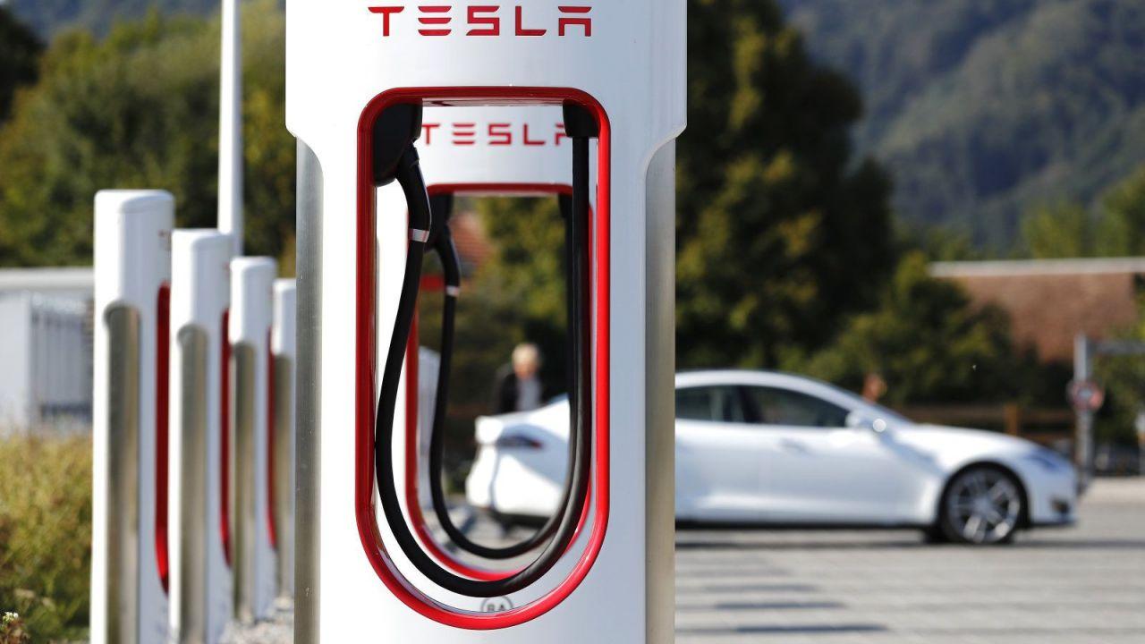 La Tesla Model 3 può percorrere 2000 km con 55 euro: ecco come