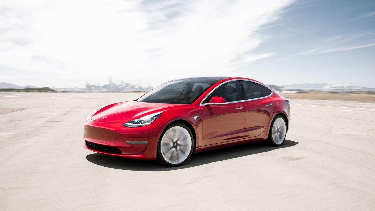 La Tesla Model 3 a Roma: aperto il pop-up store a La Rinascente
