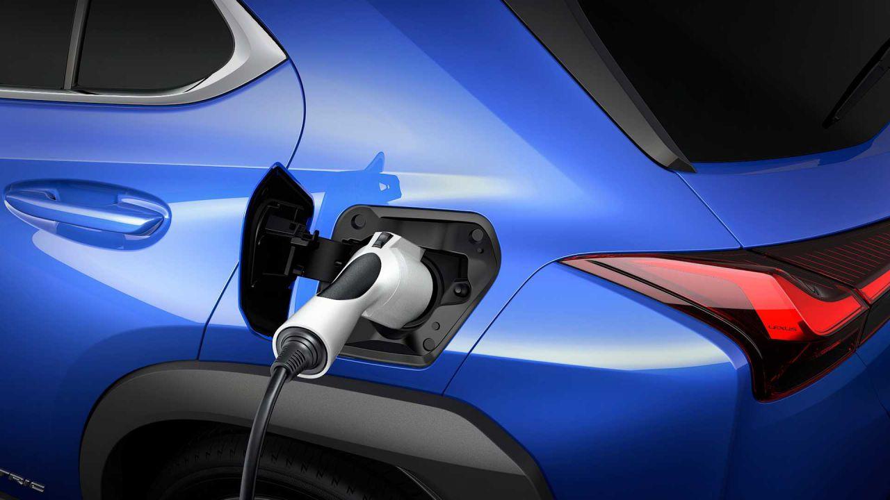La UX300e è la prima 100% elettrica di Lexus, è un crossover dal look classico
