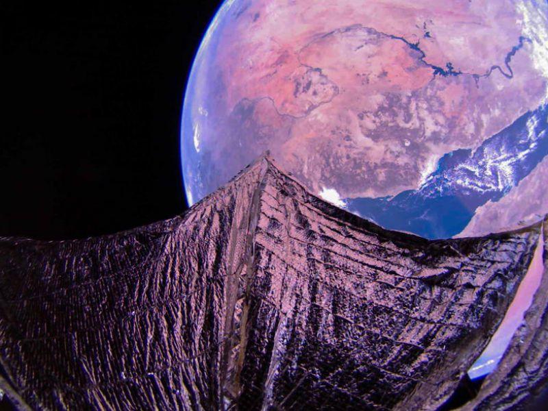La vela solare LightSail 2 ci manda una nuova e incredibile foto dallo spazio